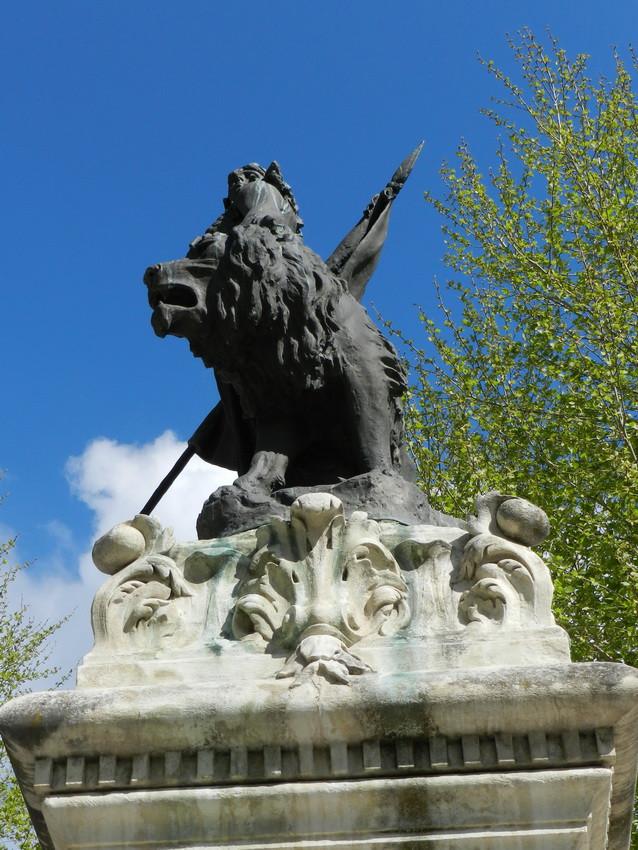 Monument aux morts de 1870 salon de provence for 13300 salon de provence france