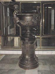 Copón con Pedestal  – Coupe sur piédestal – Galería Boston – l  Buenos Aires