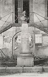 Monument à Bertrand Robidou – Plerguer