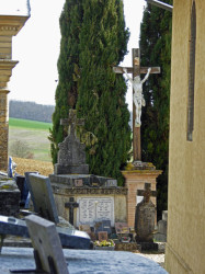 Croix, Vierge de Lourdes et Christ – Saint-Anatole