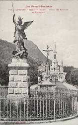 Statue de saint Michel – Lourdes