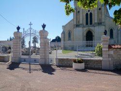 Vases (2) et urnes funéraires (2) – Cimetière – Labergement-lès-Seurre
