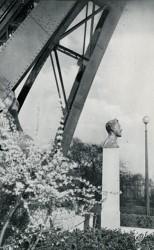 Monument à Gustave Eiffel – Paris (75007)
