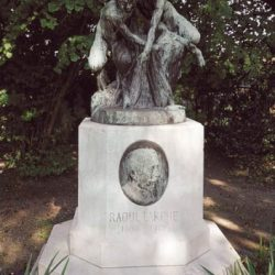 Monument à Larche – Coubron