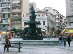 Fontaine au faune flûteur et aux griffons – Patras