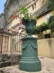Vase sur piédestal –  Les Eyzies-de-Tayac-Sireuil
