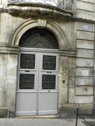 Panneaux de porte et imposte – 29 rue Joubert – Auxerre