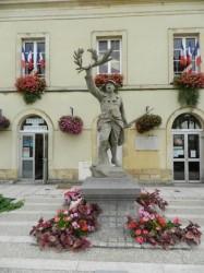 Poilu victorieux – Monument aux morts – Troarn