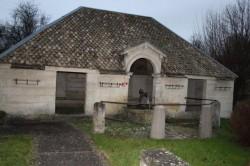 Fontaine-Enfant au cygne – Mandres-en-Barrois (volé)