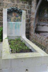 Ornement de la tombe de la famille d' Herbécourt – Cimetière du Père-Lachaise – Paris (75020)