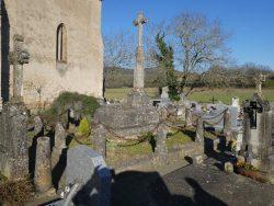 Croix et entourages de tombes – Cimetière – Féneyrols