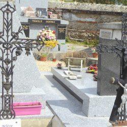 Croix et entourage de cimetière (2) – Saint-Étienne-de-Tumont