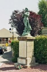 Statue de Jeanne d'Arc et monument aux morts – Entrammes