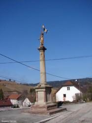 Statue de Jeanne d'Arc et Monument aux morts – Guyans-Vennes
