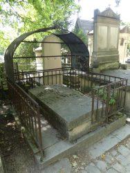 Entourages de tombes – Division 26 – Cimetière du Père Lachaise – Paris (75020)
