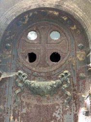 Portes de chapelles sépulcrales (3) – Division 65 – Cimetière du Père Lachaise – Paris (75020)