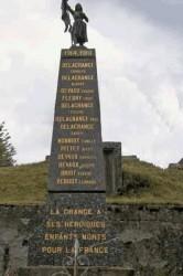 Statue de Jeanne d'Arc et monument aux morts – La Grange