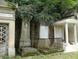 Entourages de tombes – Division 30 – Cimetière du Père-Lachaise – Paris (75020)