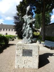 Statue de l'évêque Saint Fulbert – Chartres