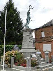 Poilu victorieux – Monument aux morts 1914-18 – Esnes