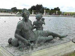 Nymphe et amour tenant un carquois – Parterre d'eau – Bassin Sud –  Jardins du château – Versailles
