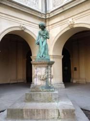 Giotto enfant dessinant une tête de bélier – Jardin du musée des beaux-arts – Lyon