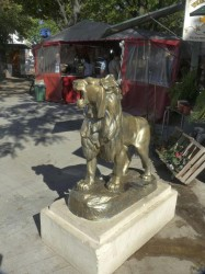 Lion rugissant- Plaza Independencia, Tandil