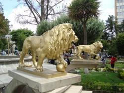 Leones, con bola de cañon (2) – paire de lions à la boule – Oruro