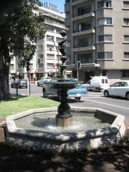 Fontaine – Fuente en José Miguel de la Barra – Santiago de Chile