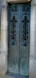 Portes de chapelles sépulcrales (2) – Division 46 – Cimetière du Père Lachaise – Paris (75020)