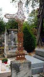 Croix de la sépulture Lucien Alexandre – Division 44 – Cimetière du Père Lachaise – Paris (75020)