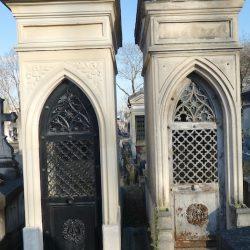 Portes de chapelles sépulcrales (2) – Division 81 – Cimetière du Père Lachaise – Paris (75020)