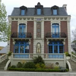 Balcons (2) – Maison dite Villa Henri, actuellement mairie – Mers-les-Bains
