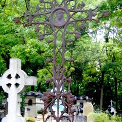 Croix de la tombe Hartmann – Cimetière du Père-Lachaise – Paris (75020)