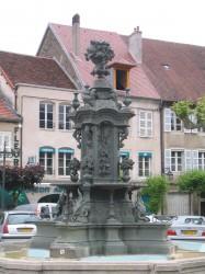 Fontaine – Place des Déportés – Poligny