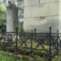 Entourages de tombes, croix et corbeille - Division 18 - Cimetière du Père Lachaise - Paris (75020) - Image3