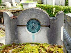 Plaque de la tombe Perrinot – Cimetière du Père Lachaise – Paris (75020)