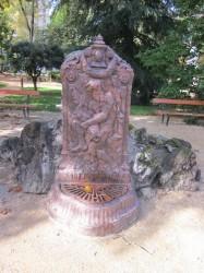 Fontaine d'applique de Neptune – Néris-les-Bains
