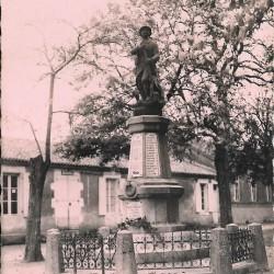 Poilu – Monument aux morts – Triaize
