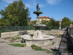 Vasque-fontaine  de l'Enfant à la Rame – Le Thor