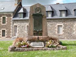 Monument aux morts – Place de la Mairie – La Roche-Derrien
