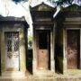 Portes de chapelles sépulcrales et corbeille - Division 55 - Cimetière du Père Lachaise - Paris (75020) - Image5