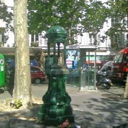 Fontaine genre Wallace – Chappée – Place Tristan-Bernard – Paris (75017)