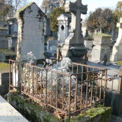 Ornements de sépulture (entourages de tombe) – Division 91 – Cimetière du Père-Lachaise – Paris (75020)