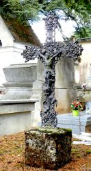 Croix plates aux arums (7) – Cimetière de la ville – Cahors