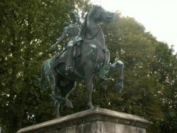 Statue équestre de Ferdinand-Philippe, Duc d'Orléans  – parc du Château d' Eu