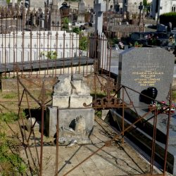 Entourages de tombes – Cimetière Sainte-Croix – Le Mans