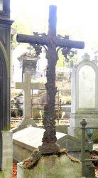 Ornements funéraires et croix – Division 47 – Cimetière du Père Lachaise – Paris (75020)