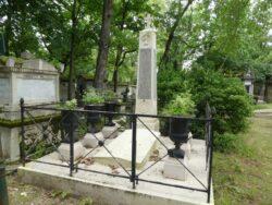 Entourages de tombes  – Division 17 – Cimetière du Père Lachaise – Paris (75020)