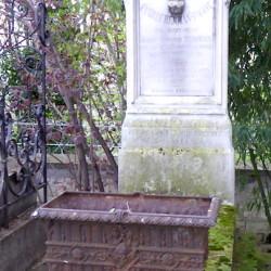 Ornements de sépulture – Division 76 – Cimetière du Père Lachaise – Paris (75020)